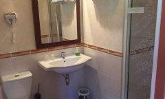 Salle d'eau chambre standard